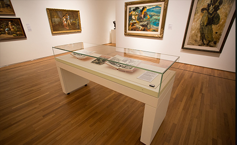 National Gallery Singapore Museum Five sided glass freestanding table top display cases