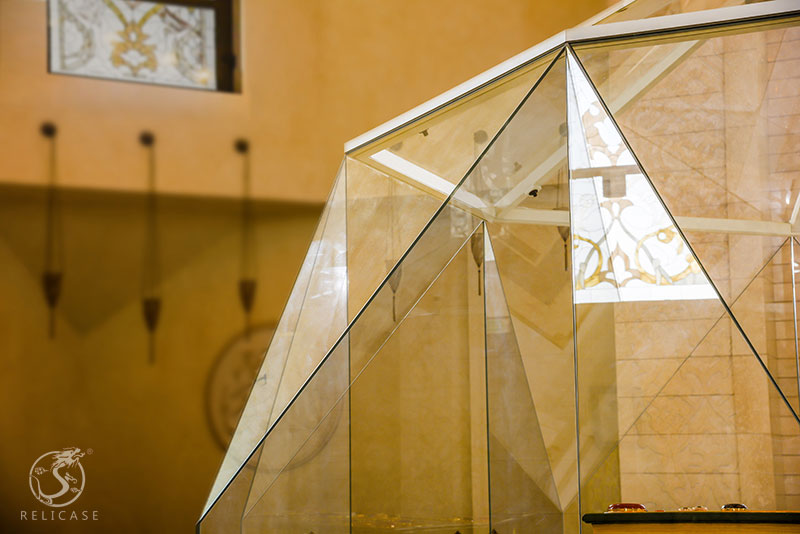 Museum quality glass: the right way to clean ultra white glass;