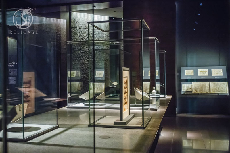 Definition and Features of Museum Display Cases