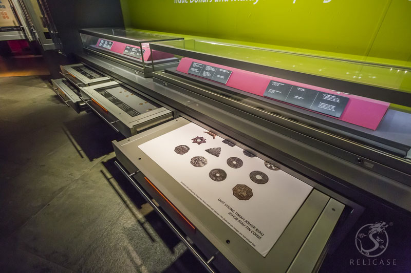Bank Negara Malaysia Museum and Art Gallery,we design and install Museum display cases with drawers, Used to store the history of Malaysian currency and a vast collection of coins, mint coins in the 19 century, and the Central Bank's rich archives.;