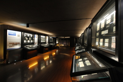 grade coin display cases-Bank Indonesia Museum