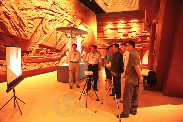 Mr. Lv Zhangshen inspects display cases 1