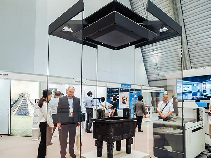 Award-winning Automatic Diagonal open freestanding museum display case.